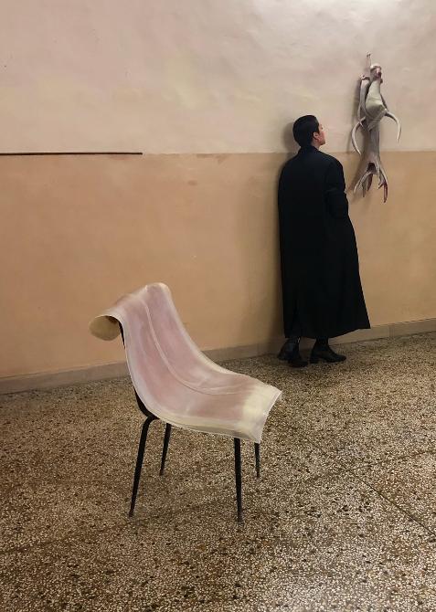 Her, Lucrezia Longobardi durante l'installazione della sua mostra Lo spazio esistenziale. Definizioni #2 - foto scattata e intitolata daGian Maria Tosatti